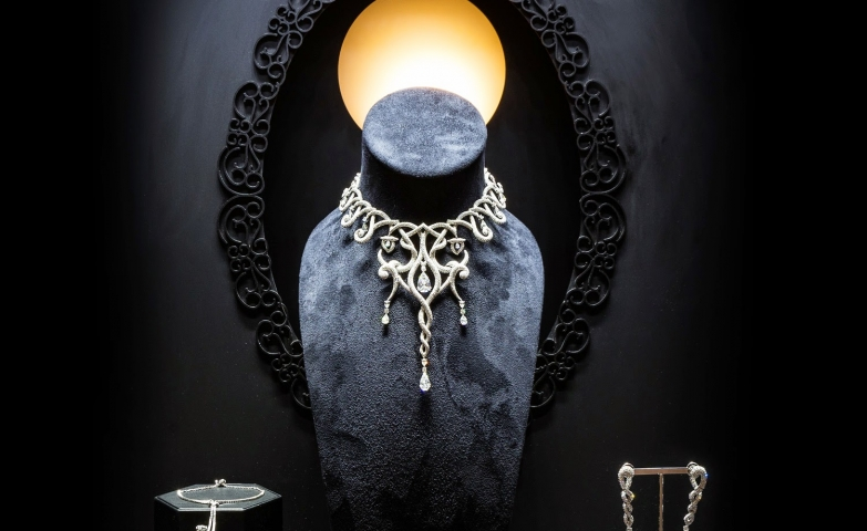 A setting that matches the unique original jewelry pieces which it displays, design for Shawish London boutique that matches its inspired and edgy jewelry.