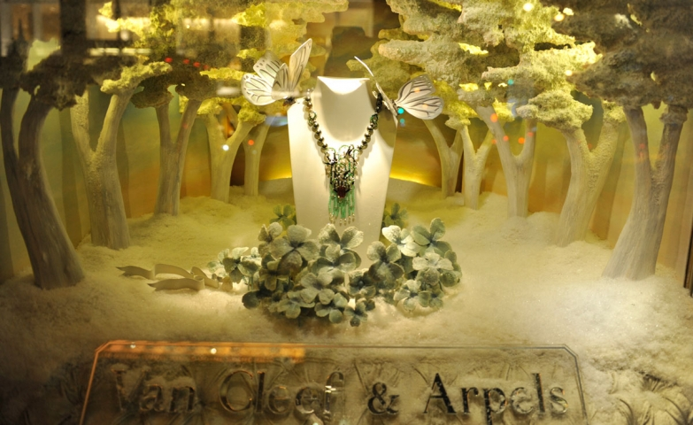 You can't expect less from Van Cleef & Arpels, this was probably one of the best holiday windows in 2012.