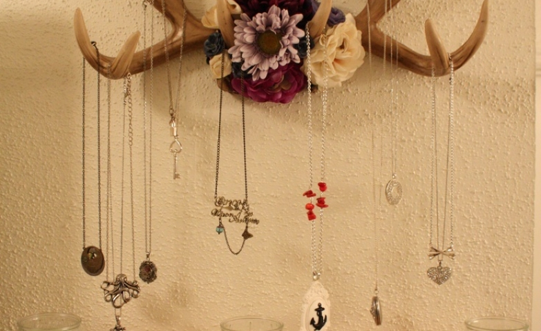 DIY crafts using antlers and flowers to create a unique piece for jewelry storage and display.