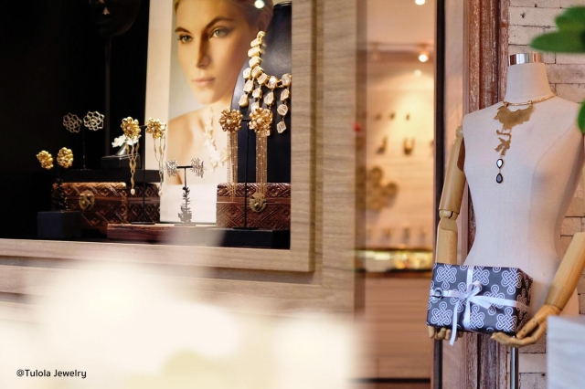Jewelry window display from Bali, design created for luxury travelers who love to purchase exquisite jewelry pieces.