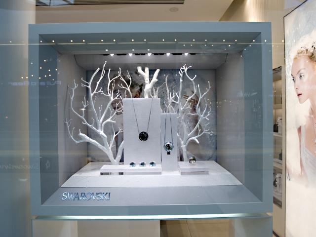 One of the best jewelry displays inspiration from Swarovski for minimalist jewelry pieces.