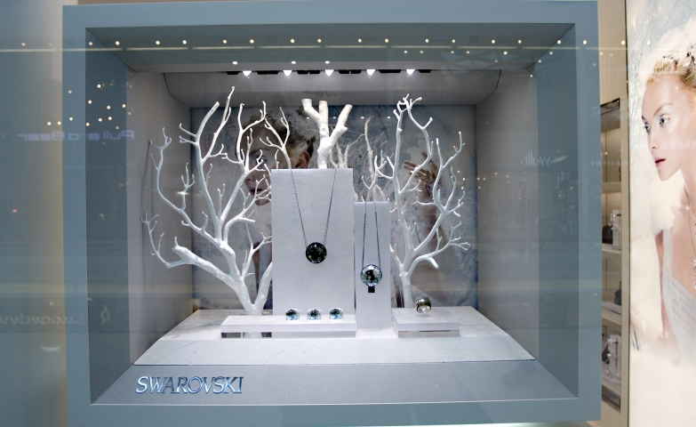 One of the best jewelry displays inspiration from Swarovski for minimalist jewelry pieces.