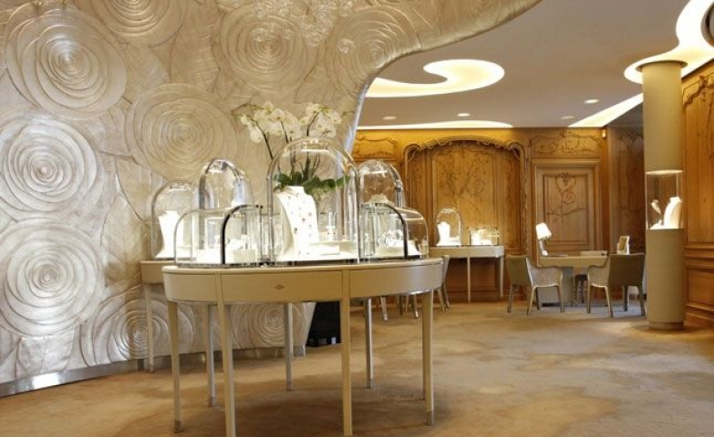 Van Cleef and Arpels boutique in Paris, as always stunning and original, respecting the identity of the brand.