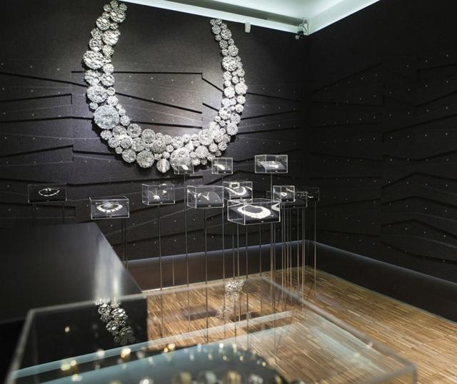 Black walls and diamond necklace imitating decoration, a very original design for Kalevala Koru flagship.