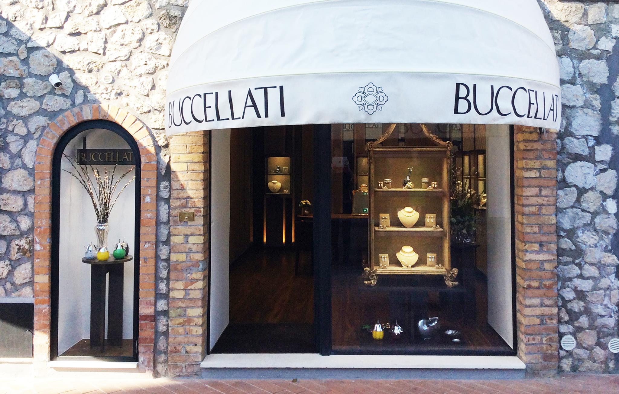 Buccellati store front design and window display for jewelry display ideas.