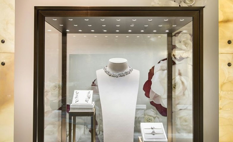 Inspiring jewelry window display by Cartier bridal at Harrods in London.