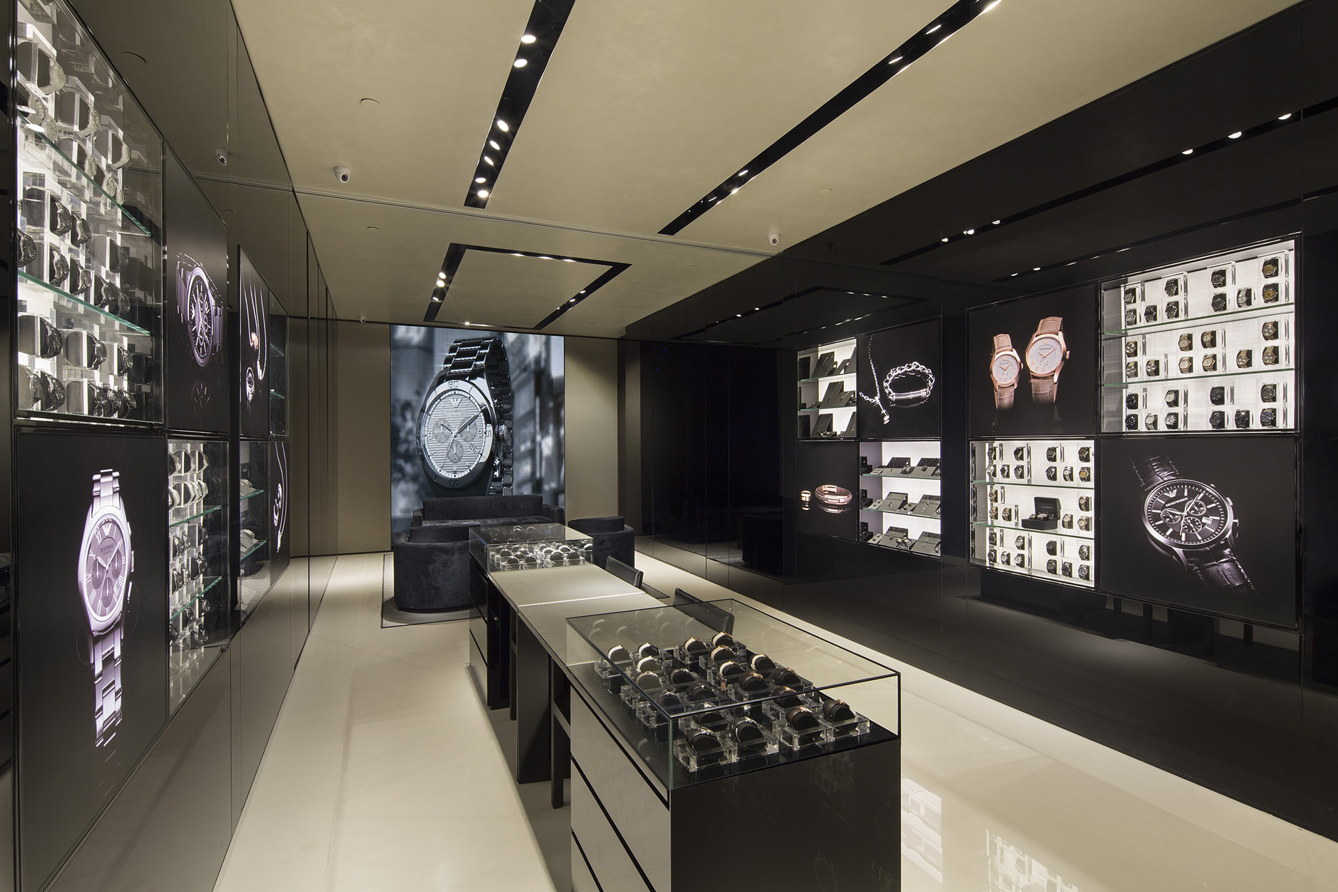 Black color accent and modern interior decoration created for the renovation of a small jewellery shop.