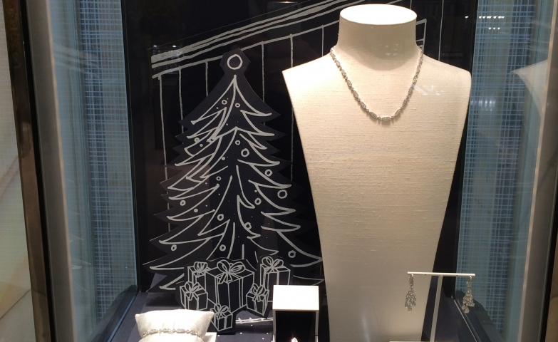 De Beers window display with Christmas theme for the holiday season and a nice setting for jewelry display ideas.