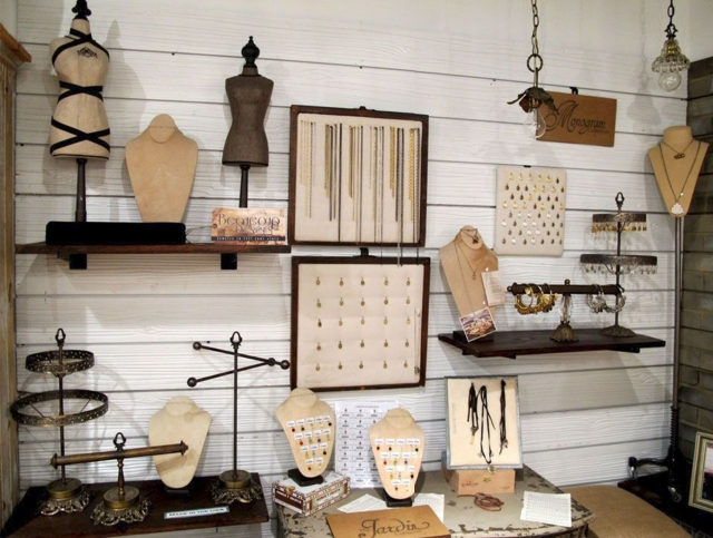 A setting which can serve for store display and organization in retail, many solutions for creative display.