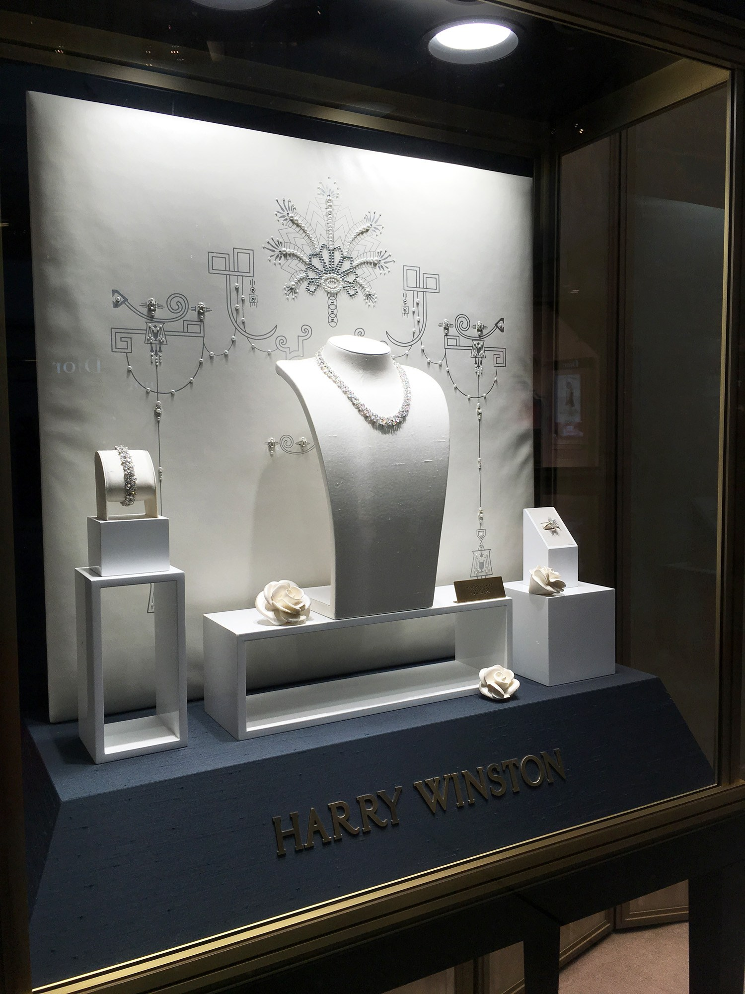Beautiful jewelry set taken from the Harry Winston bridal collection, jewelry display in a glass box and a stand with the logo in gold on it.