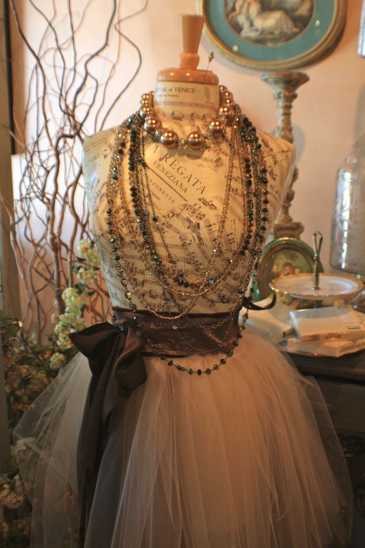 Fitting form with a pink tutu and jewelry placed around the neck, ideas for unique and original jewelry display.
