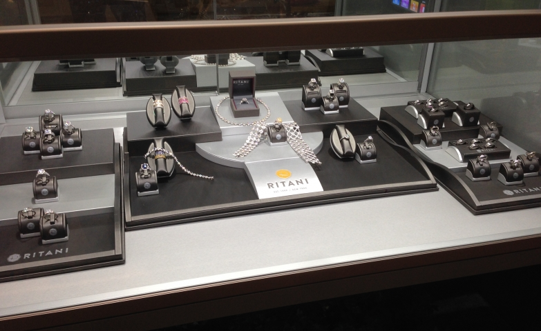 Modern minimalist setting display inside a glass box display for the jewelry display of Ritani.