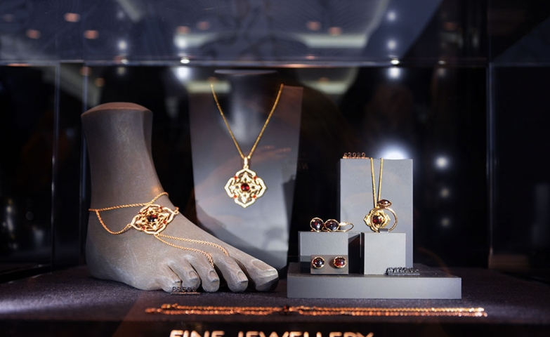 Fine jewelry pieces collection set by Thomas Sabo, gold jewelry pieces with red gems. Simple and elegant ideas for jewelry display.