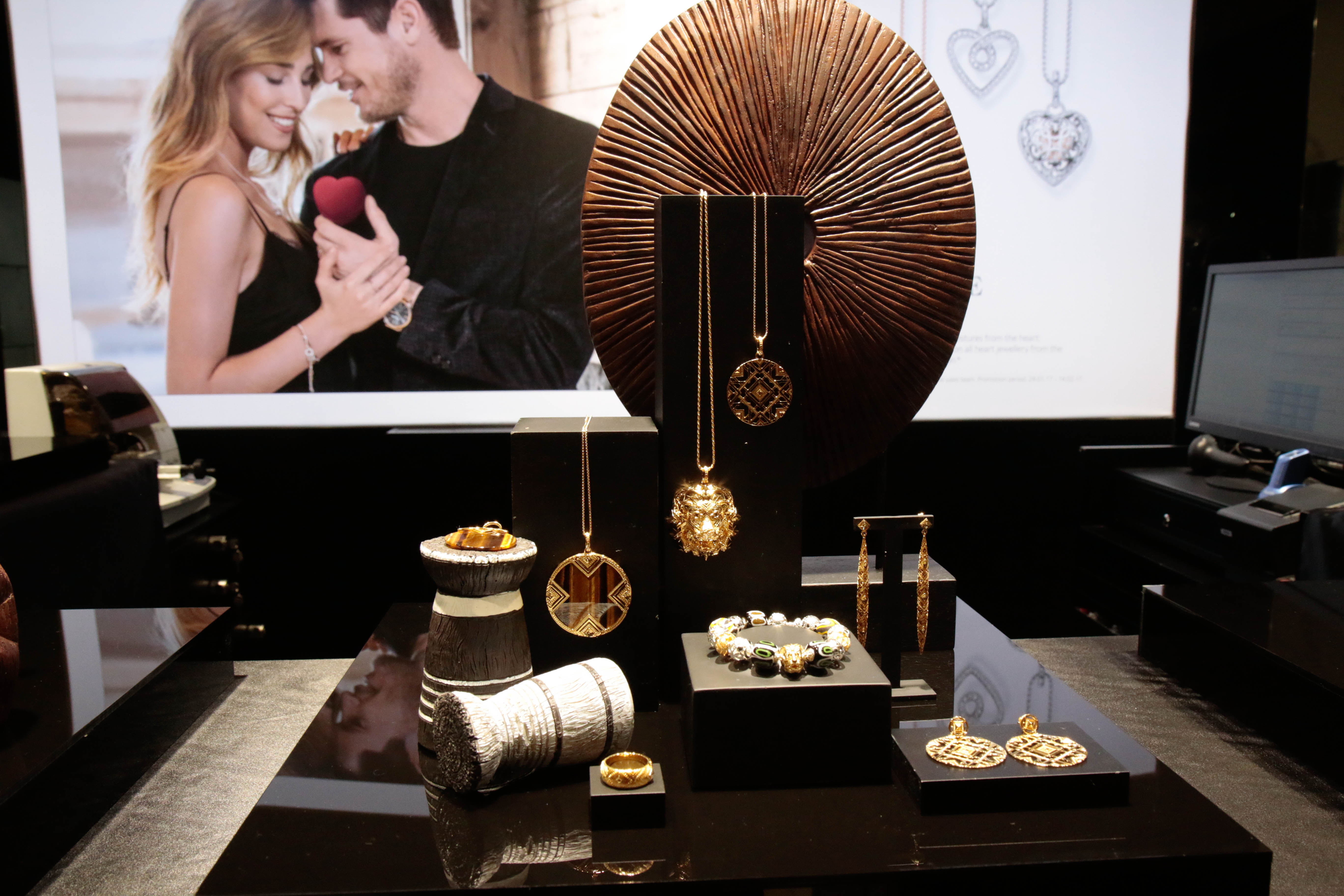 Presentation of the 2017 Spring/Summer jewelry collection from Thomas Sabo. Jewelry display from the interior of a store.