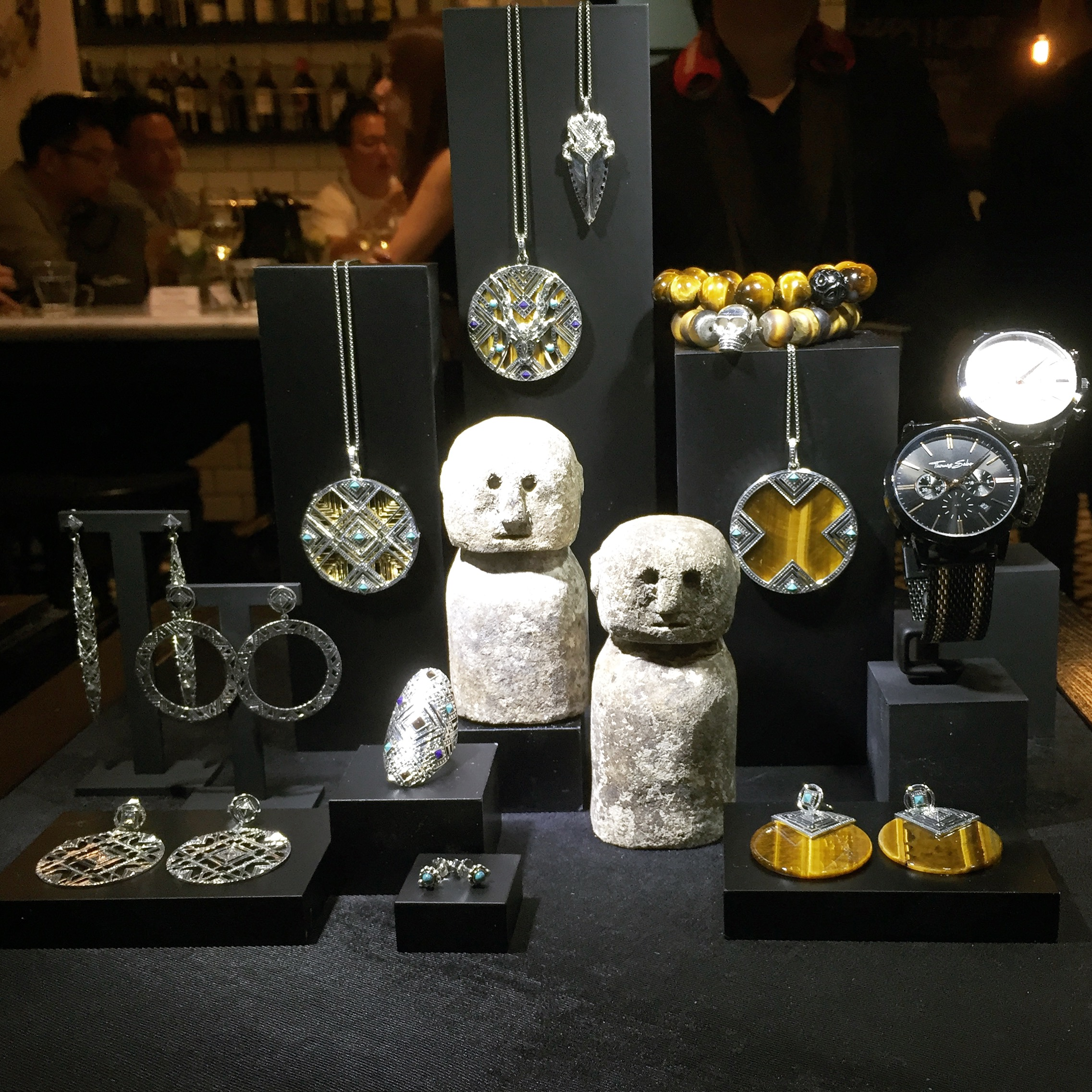 Another Thomas Sabo Spring/Summer collection which takes an ethnic theme, and of course the jewelry display decoration used matches the theme of the collection.