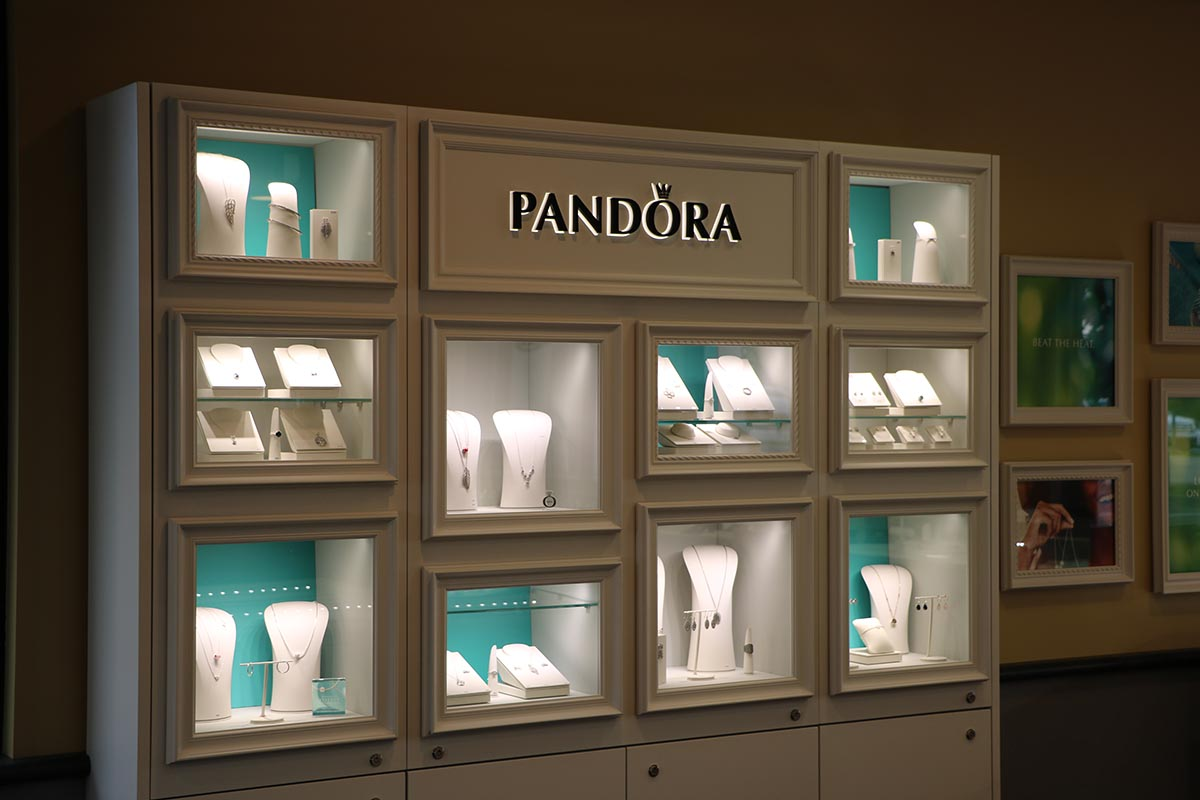 Jewelry case with many glass boxes for jewelry display, inspiration for visual merchandising and jewelry display ideas from Pandora.