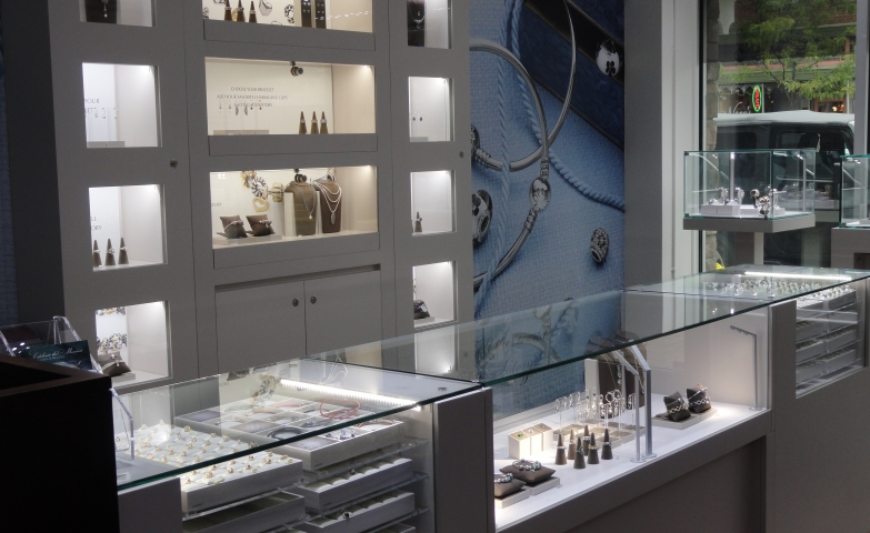Display and interior design from inside a Pandora store. Jewelry display ideas for keeping a simple and organized design.
