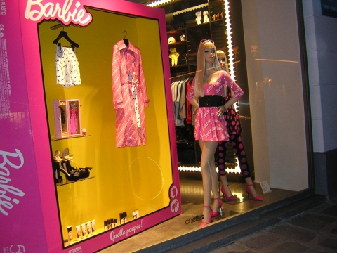 You are never too old to wear pink. This window display is inspired by what Barbie would wear in the summer.