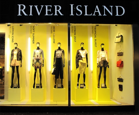 River island store made a window display inspired by the shining sun in the summer.