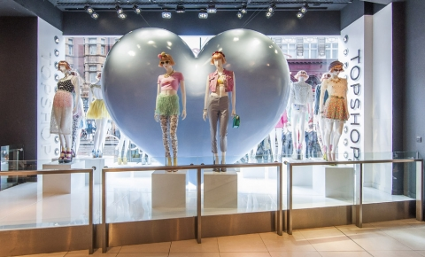 One big heart for a big upcoming summer in this Topshop window display.