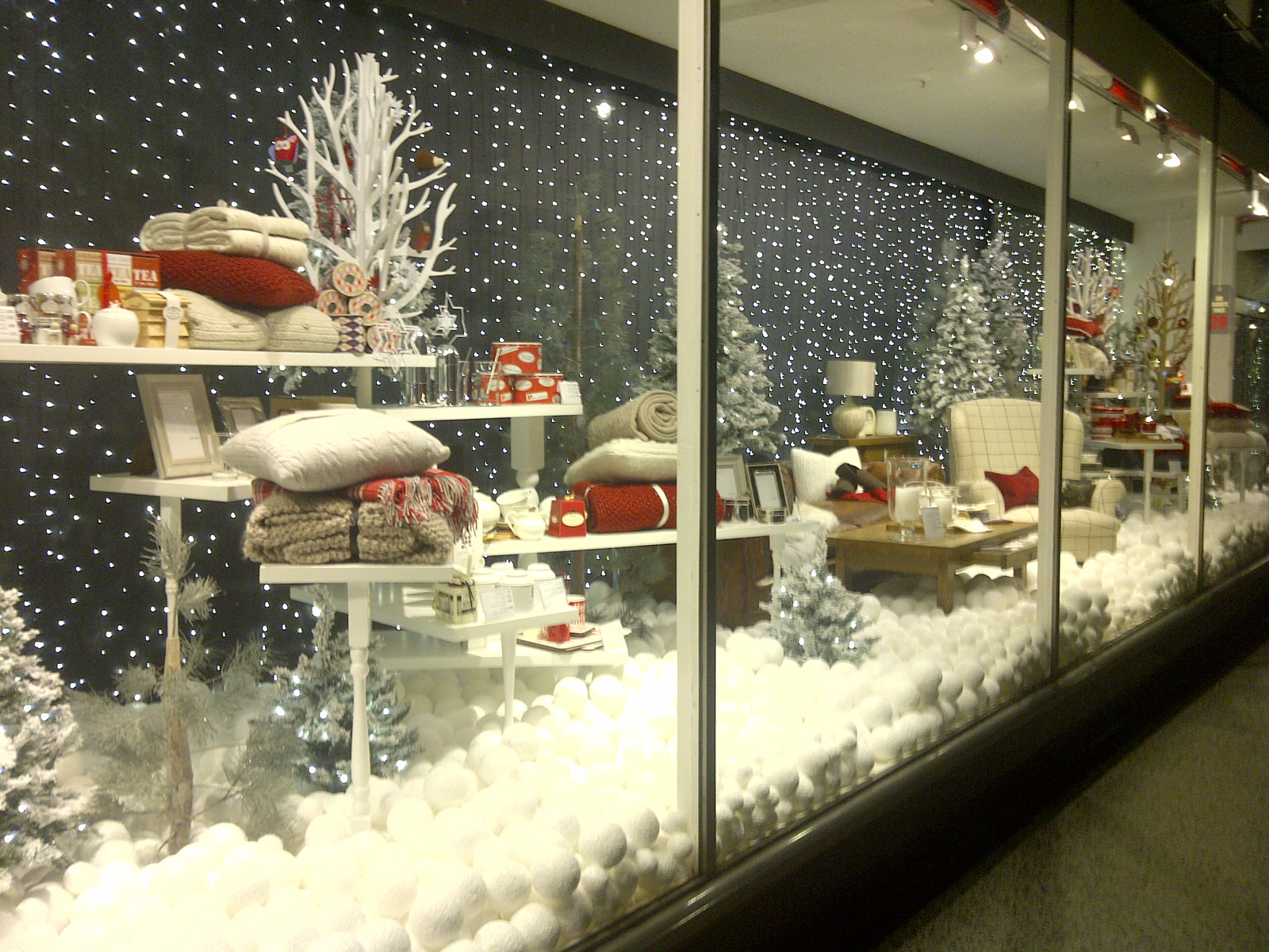 100 winter window displays ideas designs zen for Show window designs