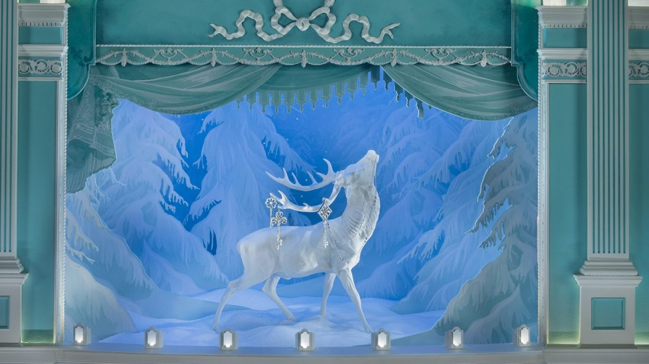Everything in this window display is looking frosty with those shades of blue and turquoise and with that white reindeer which is taking a good look at the sky.