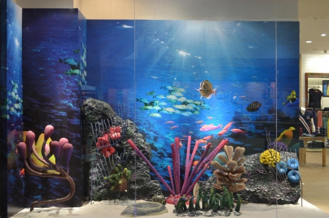 Bombay selected a simple way to decorate the window display: an underwater image with sea fishes. This will make you think about the summer.