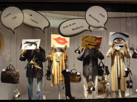You can feel the change of weather as the clothes become voluminous and the window displays become decorated with mannequins dressed like that for the autumn season.