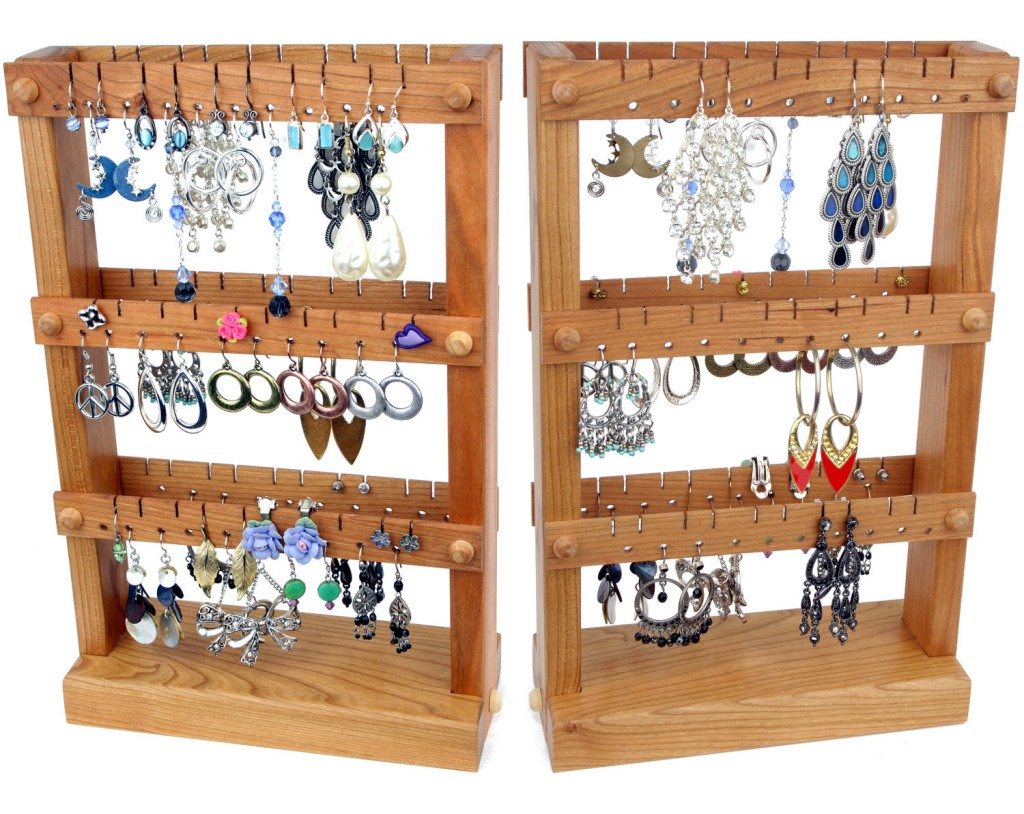 Assembled in three rows, this creative cherry wooden holder for jewelry can be the perfect place to put your earrings.