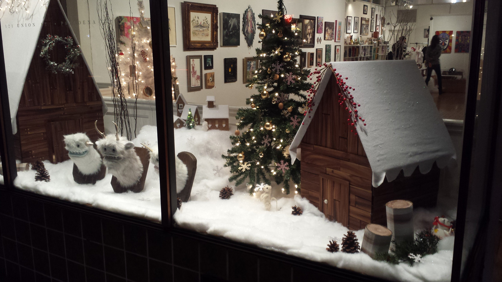 Very cozy place with a lodge, a decorated fir, much snow, all this for a winter window display.