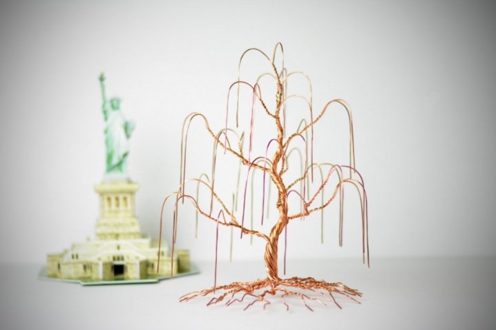 For a clear view of your earrings, choose a creative jewelry earring holder in a shape of a tree, made of copper wire and metal with thoughtfulness.