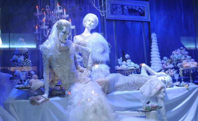 It seems that everything in this window display is iced and cold blue: the mannequins, the wall, the table, everything like nature is in the winter.
