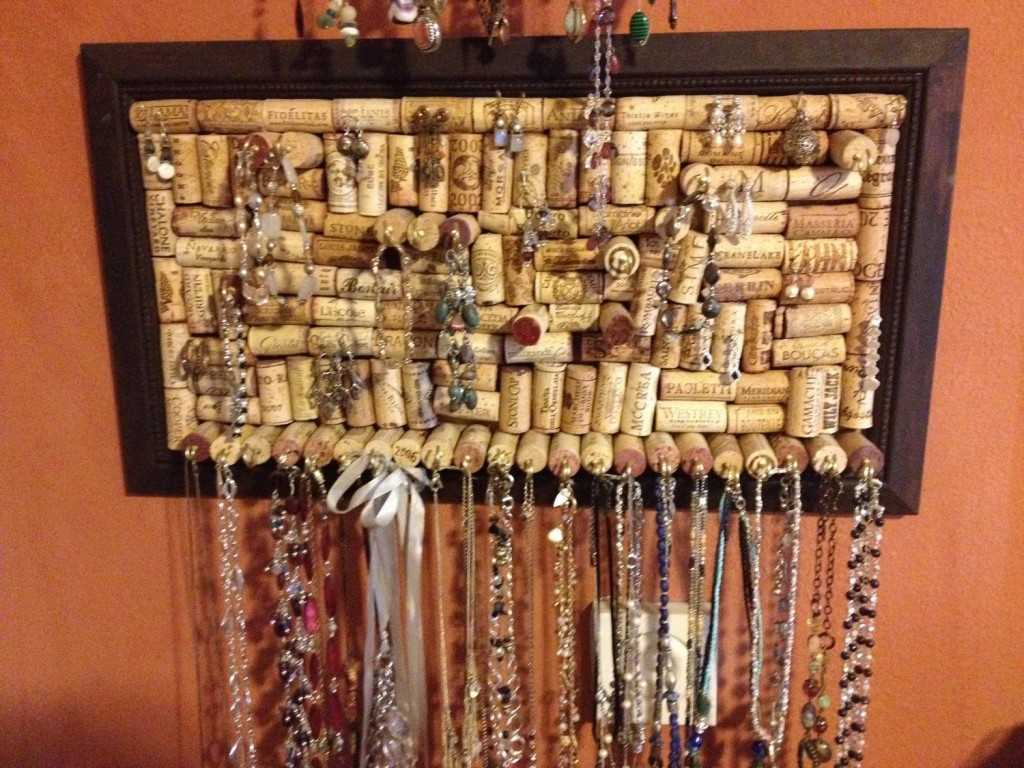 Save all the cork plugs after you finish the wine and you can have a creative jewelry necklace holder, by putting all the cork plugs into a frame. Add some pins and here you go.