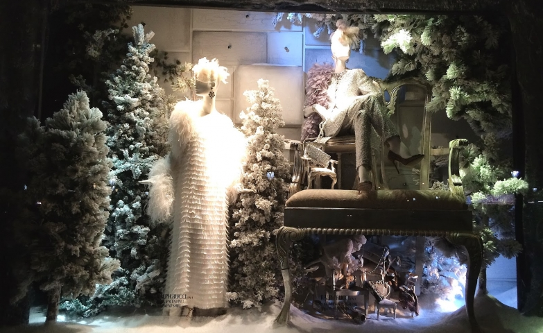 For this winter window display was used foam, cotton wool, a few firs and differently positioned mannequins.