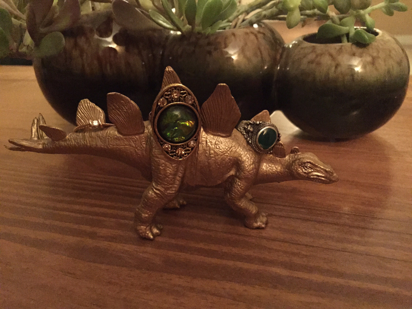A bronze dinosaur as a creative jewelry holder for rings.