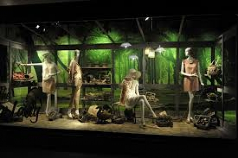 This summer display has a green background like the woods in this season and the mannequins are dressed in pale easy colors