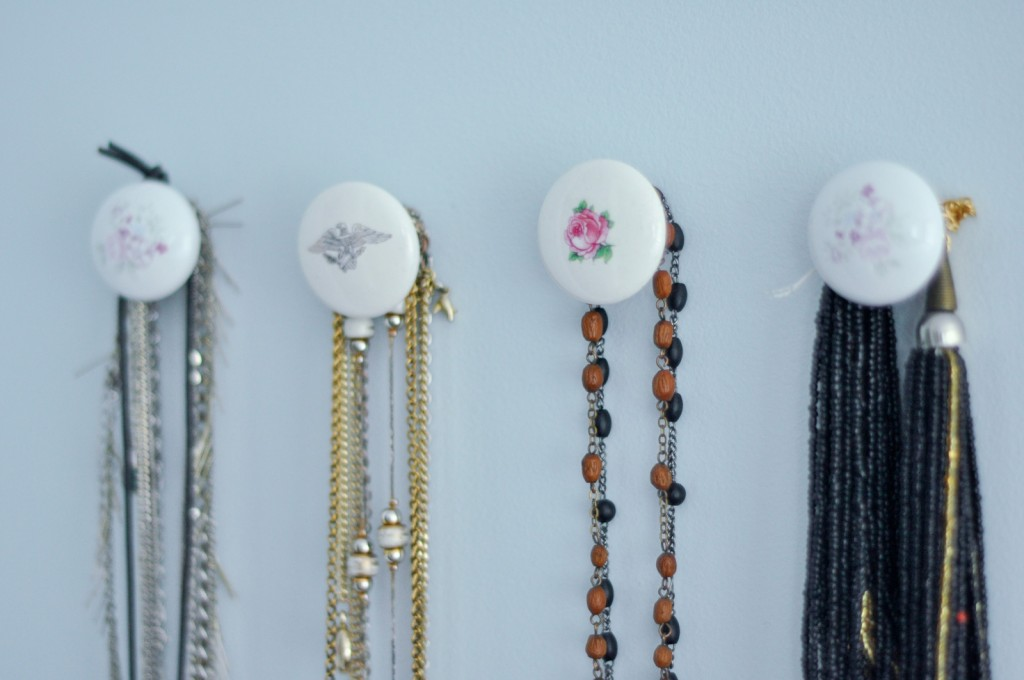Pin 4 knobs door into a wall, and the result will be a creative jewelry necklace holder.
