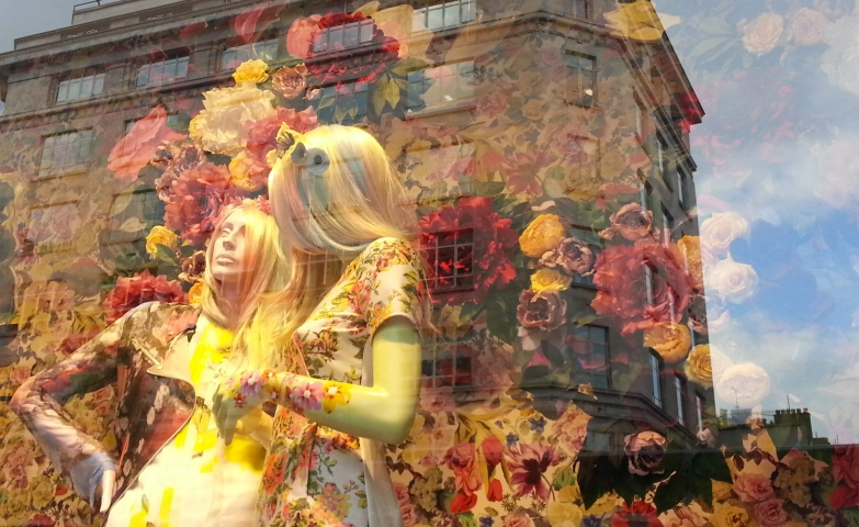 Flowers on the background and also on the clothes in autumnal colors could be the proper way to decorate the autumn window display.