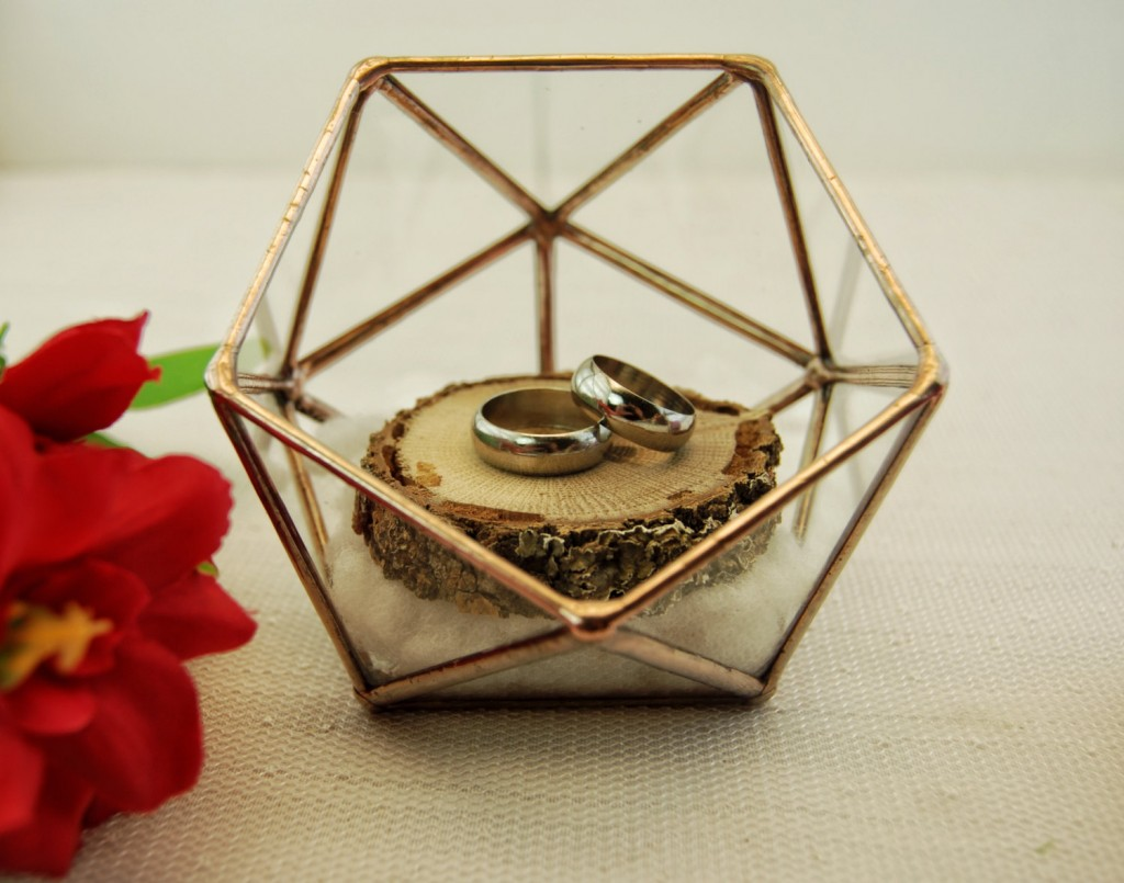 This little box made of glass and copper foil fits as a jewelry ring holder, also decorative and good for a proposal.