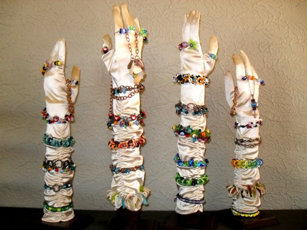 Fill up some long gloves and make them stay straight. You can have now a creative jewelry bracelet holder.