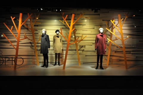 Mannequins at Hudson Bay are already wearing capes, means this is a late autumn window display and you could also see it by the paper trees without leaves.