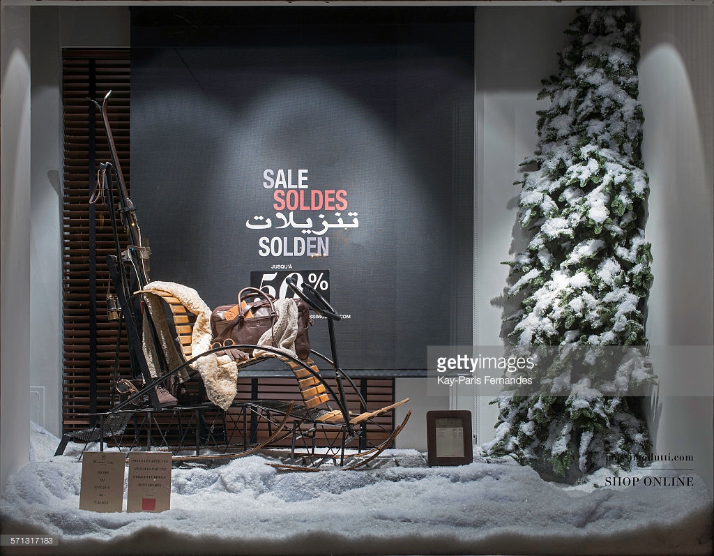 Always classy, Massimo Dutti has a window display with winter details on it, like ski and fir.