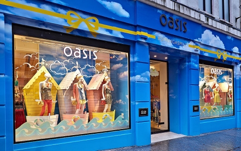 Oasis painted their exterior wall to be in tone with the blue sky in the summer and the waves that cross our thoughts.