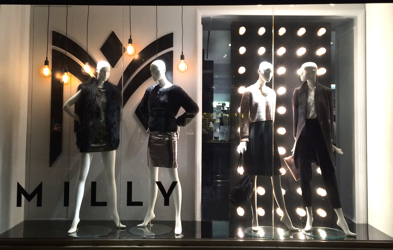 Milly goes with metallic and black nuances, also faux fur for the autumn collection presented in the window display.