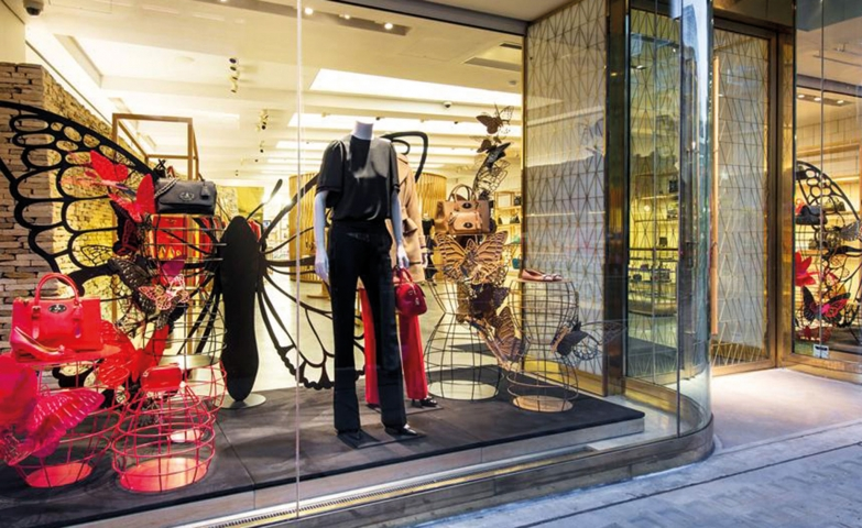 The big, black butterfly on the background and the classic dark colors chosen for the clothes, might be the perfect combination for Mulberry autumn window display.