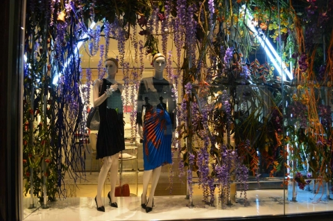 Dior store designed their window display with refinement and elegance, to start summer in a proper way.