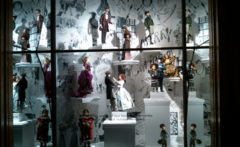 A story of winter with many puppets, each one of them making a different action, this is how it is designed this window display.