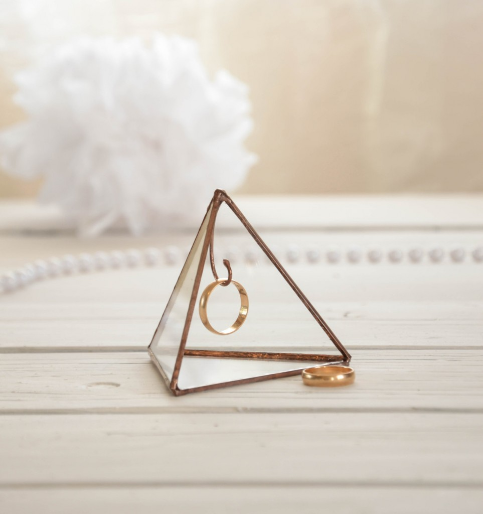 You can consider a glass pyramid as a ring holder something creative, more than a simple jewelry box.