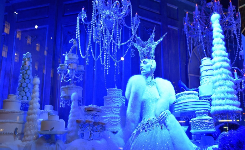 Queen of the ice, blue light and white objects, all this are constructing this winter window display.