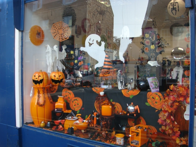 Those smiling pumpkins and ghosts stickers on the window display make Halloween time looking fun.